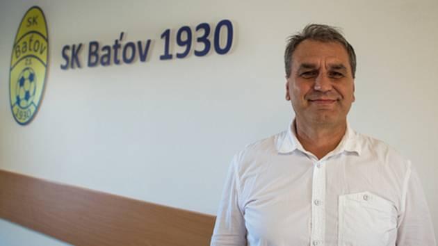 Jedním ze dvou kandidátů na předsedu Zlínského Krajského fotbalového svazu ve Zlíně bude ve středu 28. dubna Vlastimír Hrubčík z Otrokovic.