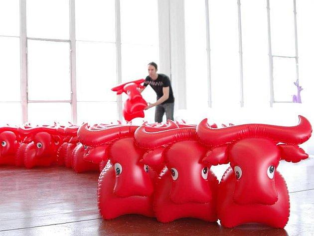 200 dm3 dechu je název výstavy, kterou už v úterý 2. února mohou zhlédnout návštěvníci zlínského Domu umění. Seznámí se na ní s hračkami zlínské designérky Libuše Niklové.