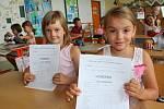 Předávání vysvědčení v pátek 30. června 2017 – první třída Základní školy Tlumačov s třídní učitelkou Lenkou Hricovou.