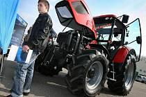 V zemědělském areálu v Biskupicích se ve čtvrtek 31. března sešli milovníci traktorů Zetor, kteří oslavili 65. výročí založení této značky.