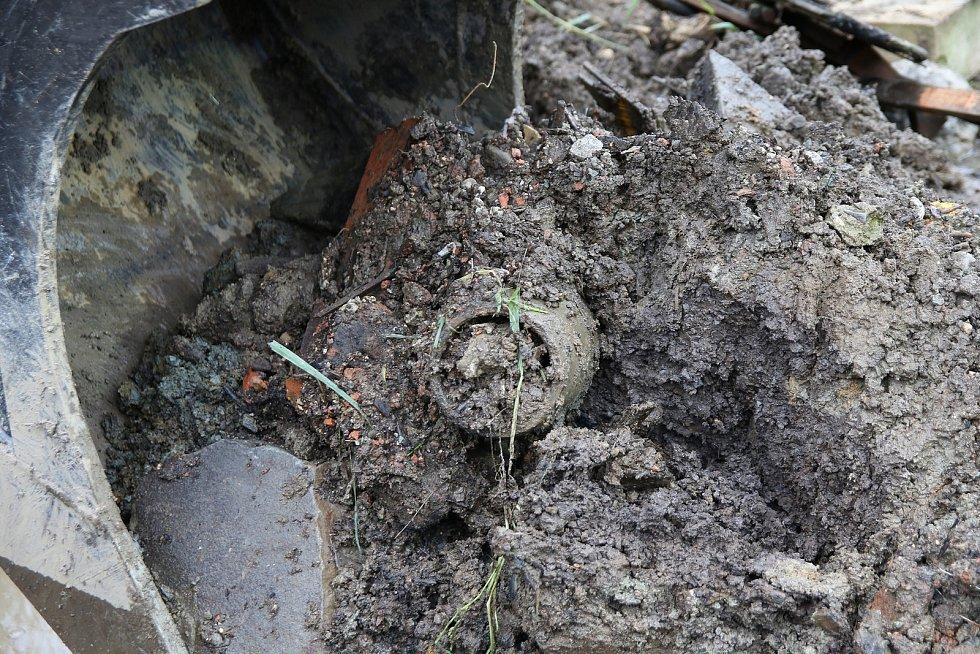 Zásah složek IZS po výbuchu muničních skladů ve Vrběticích na Zlínsku.