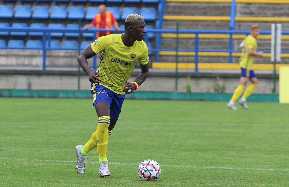 Fotbalisté Zlína (žluté dresy) v posledním přípravném zápase jen remizovali s brněnskou Zbrojovkou 1:1.