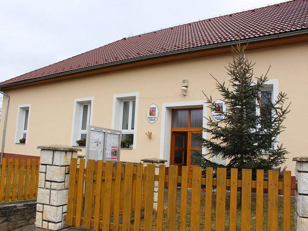 Vesnice nedaleko Vizovic, kde si život plyne poklidným tempem a zvuk náklaďáku byste zde čekali marně. To je Ublo.