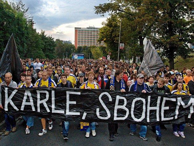 Celý hokejový svět před pěti lety 7. září 2011 šokovala zpráva o neštěstí, při kterém se krátce po vzletu z letiště Tunošna u Jaroslavle zřítil letoun Jak-42. Zahynulo 44 lidí, včetně tří českých hokejistů.