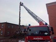 Odbornou přípravu s obsluhou motorové pily za ztížených podmínek absolvovali hasiči ze Zlína.