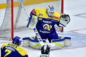 Hokejisté Mladé Boleslavi (v bílém) proti Zlínu