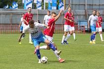 Fotbalisté Otrokovic (v modrobílých dresech) ve druhém kole MSFL doma nestačili na Uherský Brod 0:1.