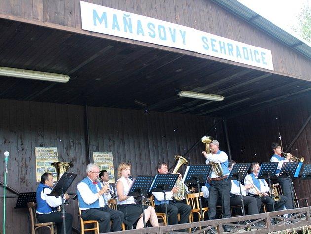Na patnáctém ročníku festivalu dechových hudeb Maňasovy Sehradice se v neděli 24. června představilo celkem šest kapel, včetně Komňanů (na snímku)