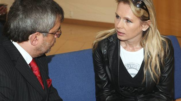 Drahomíra Kutrová před soudem dne 6. dubna 2009.