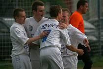 Výborný start do zápasu prožili fotbalisté Malenovic na hřišti Lužkovic. Zatímco nad hlavami se tvořila průtrž mračen, hosté během dvou minut vstřelili dva góy. Nakonec vyhráli 4:1.