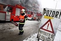Požár v továrním areálu ve Zlíně.
