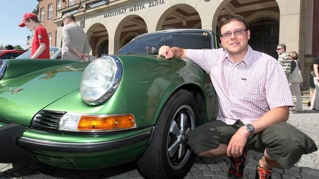 Vladimír Polášek se svým krasavcem zn. Porsche.