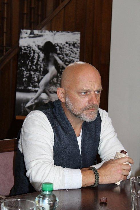 Hynek Čermák fotí akty