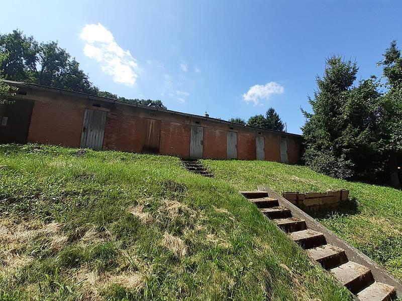 Kůlny na Obecinách museli lidé vyklidit před dvěma lety. Situace je stále stejná. Město plánuje v lokalitě změny.