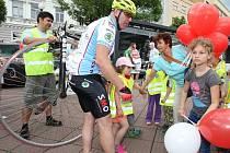 Projekt cyklotour Na kole dětem, charitativní akce na náměstí Míru ve Zlíně.