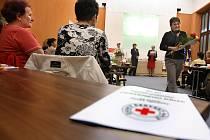 Dvaasedmdesáti dobrovolníkům Českého červeného kříže (ČČK) z regionu předaly 30. září v obřadní síni zlínské radnice čestné uznání primátorka Zlína Irena Ondrová a předsedkyně Výkonné rady ČČK ve Zlíně Anna Vařáková.