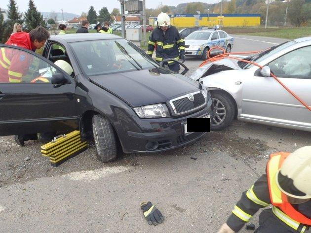 Dopravní nehoda dvou osobních vozidel na křižovatce hlavních cest z obce Lípa směrem na Slušovice.