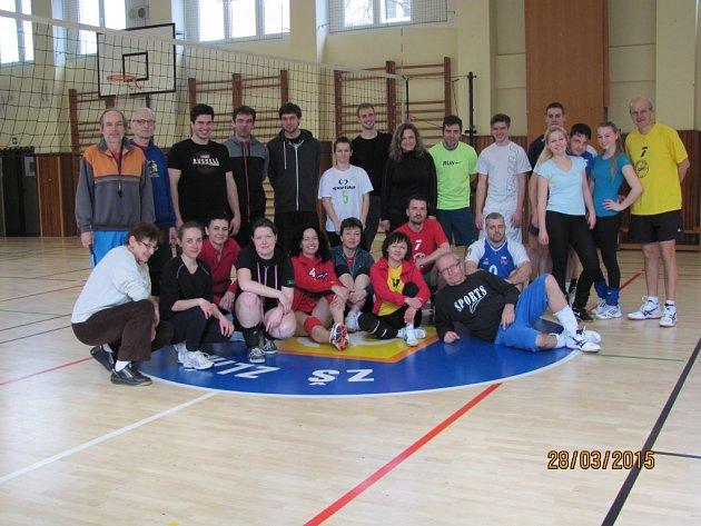 Mezinárodní volejbalový turnaj v MIXu ve Zlíně ovládlo druhé slovenské družstvo Svinná. V konkurenci čtyř výběru nakonec domácí výběr GMG skončil bronzový.