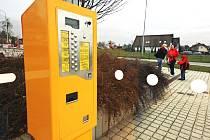 Nový automat na Jízdenky mohou využívat cestující zlínskou městskou hromadní dopravou na zastávce ZOO Lešná.