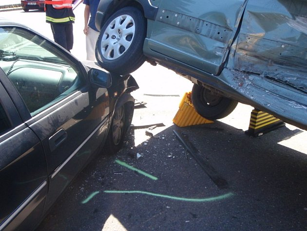 Dopravní nehoda na ulici Dlouhá poblíž centra Zlína.
