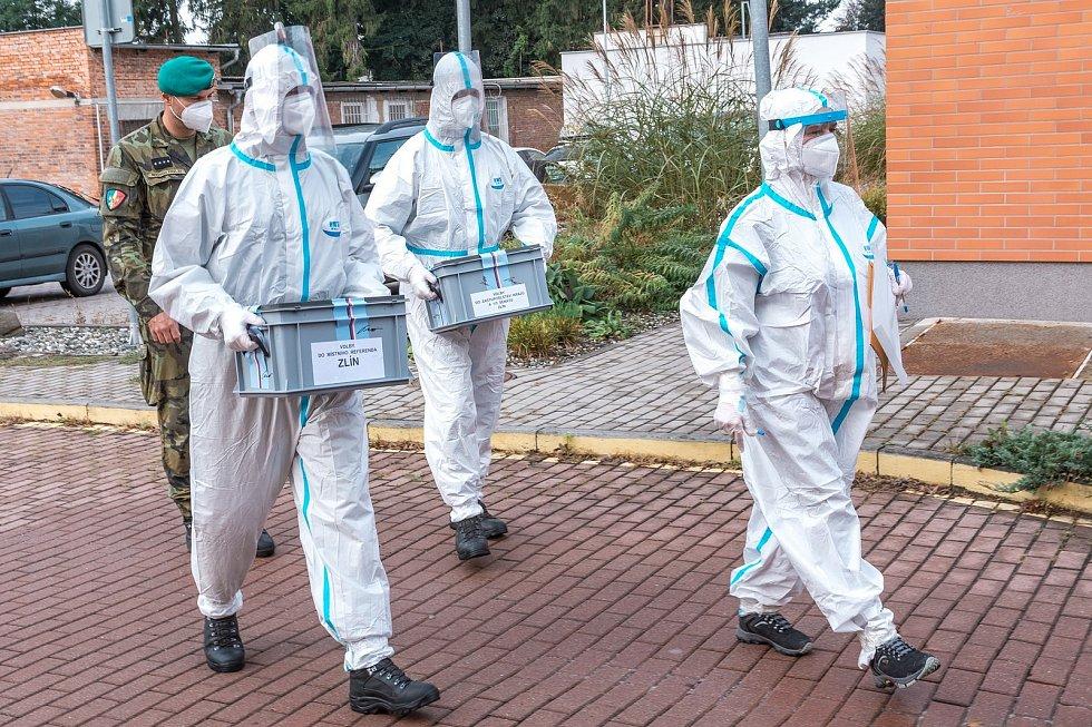 Vnemocnicích Zlínského kraje volilo šestatřicet pacientů, kjednomu znich musela speciální komise