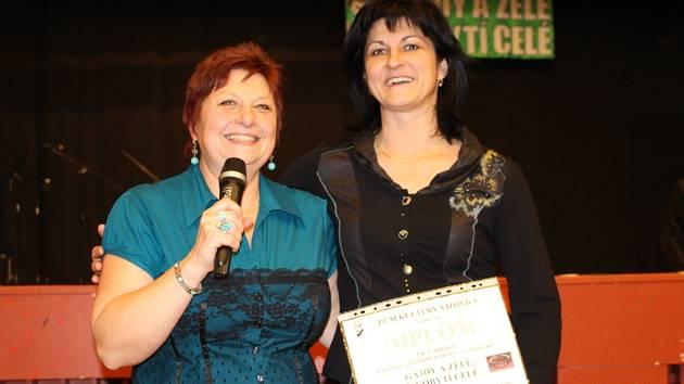 Na snímku s ředitelkou DK Vizovice Jiřinou Trlicovou
