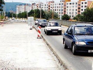 Most přes Kozlův žleb na Jižních Svazích ve Zlíně byl uveden do provozu v roce 1984. Od té doby se nedočkal opravy. Je složen ze tří polí. Celková délka přemostění je 61,4 metru, volná šířka mostu je 16,5 metru, šířka vozovky na mostě mezi obrubami činí 1