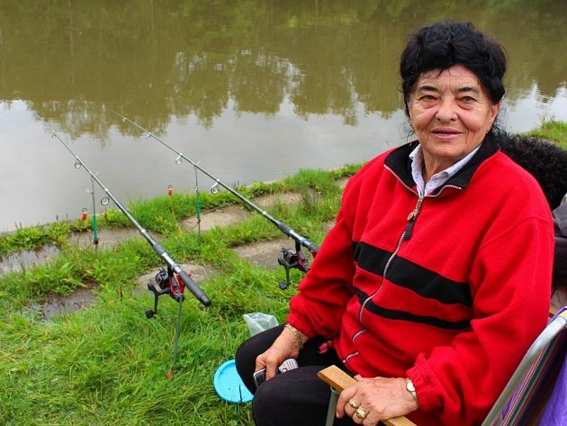 Rybářské závody žen na rybníku Kapřín v Březůvkách