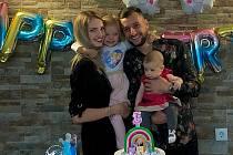 Manželé Denisa a Adnan Džafićovi společně vychovávají dvě dcery.