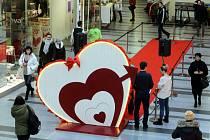 Valentýnské odpoledne v obchodním centru Zlaté Jablko ve Zlíně.
