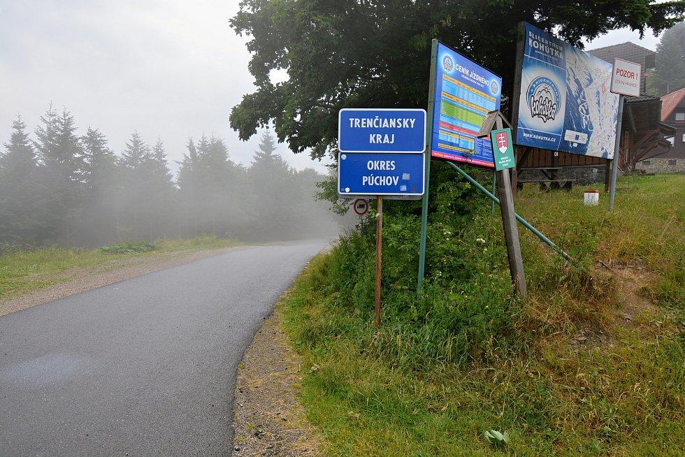 Hraniční přechody se Slovenskem byly v pátek ráno 9. července 2021 opět otevřené. Na snímku přechod u Kohútky.
