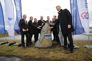 Zahájení stavby jihovýchodního obchvatu Otrokovic na dálnici E 55Poklepání základního kamene.