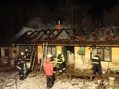 Požár bývalého zahrádkářského domku v Otrokovicích
