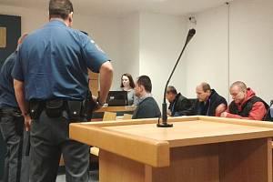 Soud se třemi obžalovanými v případu loupežného přepadení pobočky České spořitelny v Chropyni na Kroměřížsku v říjnu 2013.