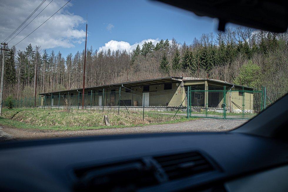 Jeden z nezničených skladů, 3. května 2021. Ve Vrběticích v roce 2014 explodoval muniční sklad. Po sedmi letech vyšlo najevo podezření na zapojení ruské tajné služby (GRU a SVR) do výbuchu.
