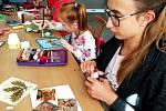 Výtvarná a kreativní dílna děvčata láká. I další zájemci se mohou připojit
