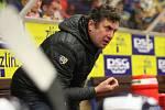 Extraligoví hokejisté PSG Berani Zlín (ve žlutém) po reprezentační přestávce v rámci 21. kola doma hostili Kometu Brno. Na snímkutrenér Zlína  Svoboda