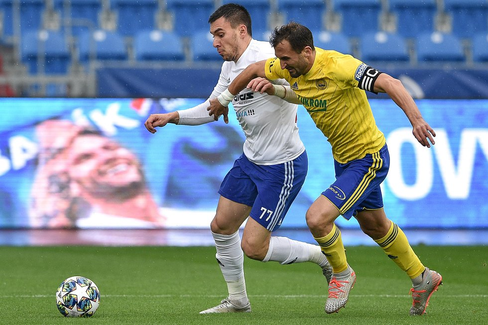 Utkání 12. kola první fotbalové ligy: Baník Ostrava - Fastav Zlín, 5. října 2019 v Ostravě. Na snímku (zleva) Rudolf Reiter a Petr Jiráček.