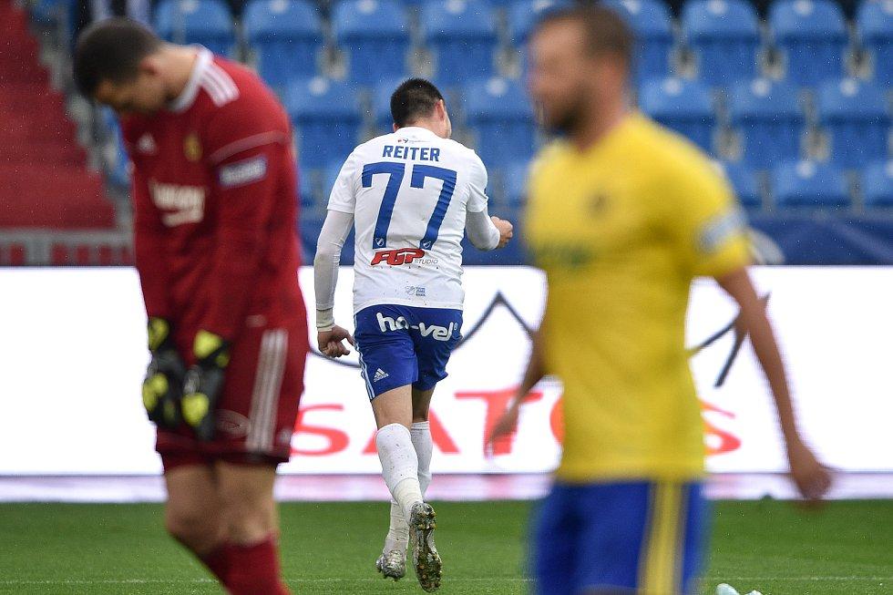 Utkání 12. kola první fotbalové ligy: Baník Ostrava - Fastav Zlín, 5. října 2019 v Ostravě. Na snímku (střed) Rudolf Reiter.