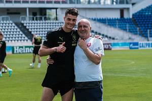 Kustod českého národního týmu Josef Hamšík (vpravo) na tréninku s útočníkem Patrikem Schickem.