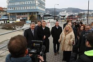 Premiér v demisi Andrej Babiš zavítal v pondělí 5. března 2018 během návštěvy zlínského kraje do Vsetína. Na programu byla i prohlídka vsetínského nádraží, které čeká rozsáhlá rekonstrukce.