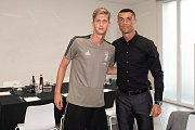 Fotbalista Juventusu Roman Macek (vlevo) se potkal v Turíně s hvězdným Cristianem Ronaldem.