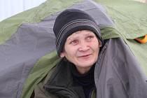 Marie Běláková žije celoročně ve stanu na Čepkově ve Zlíně.