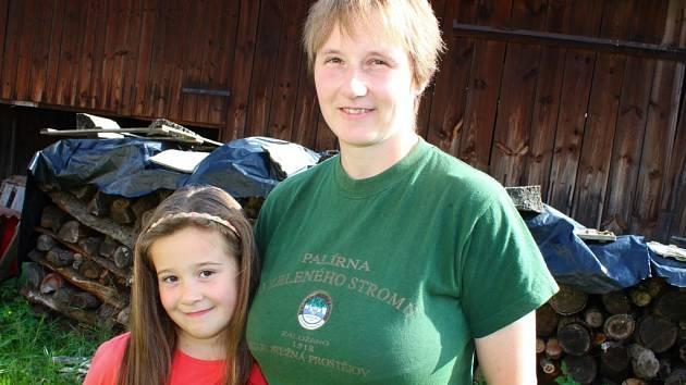 Simona Šimková z Loučky u Vizovic provozuje s manželem malou farmu. Věnují se chovu koz či krav, z jejich mléka vyrábějí různé výrobky.