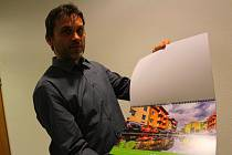 Pavel Ligr z Otrokovic rád fotí různá místa ve městě. Z jeho fotek je složený nový městský kalendář pro příští rok.