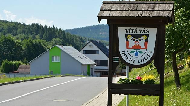 Dolní Lhota leží v údolí Horní Olšavy na úpatí Bílých Karpat. Snímek z 10. srpna 2021.