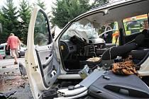 Krátce po 13 hodině se ve Staré Městě srazil autobus autoškoly s osobním autem. Řidiče osobního auta museli vyprostit hasiči. S těžkým zraněním jej odvezla sanitka.