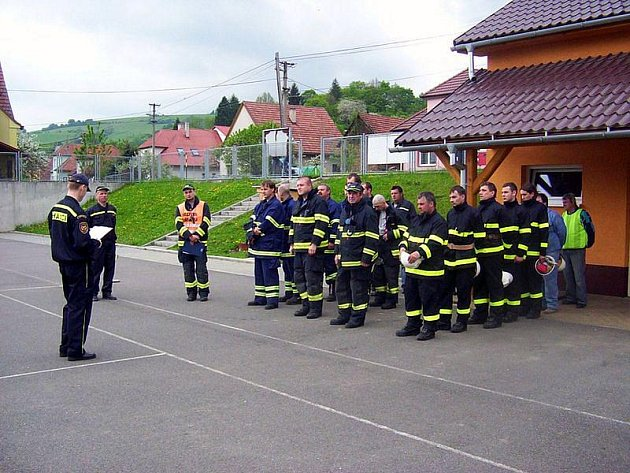 Speciální cvičení pro profesionální i dobrovolné hasiče bylo ve středu vyhlášeno ve školce v Jestřabí na Zlínsku.