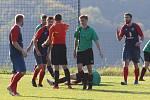 Fotbalisté Mladcové (v modročervených dresech) v 9. kole I. B. třídy skupiny B zvítězili v Jaroslavicích 3:1.