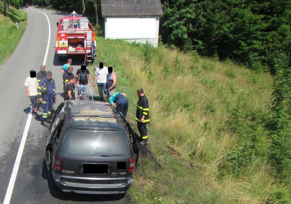 V Držkové hořelo auto, na vině byl vadný ventilátor.